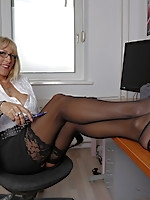 Hot German mom feeling a bit frisky