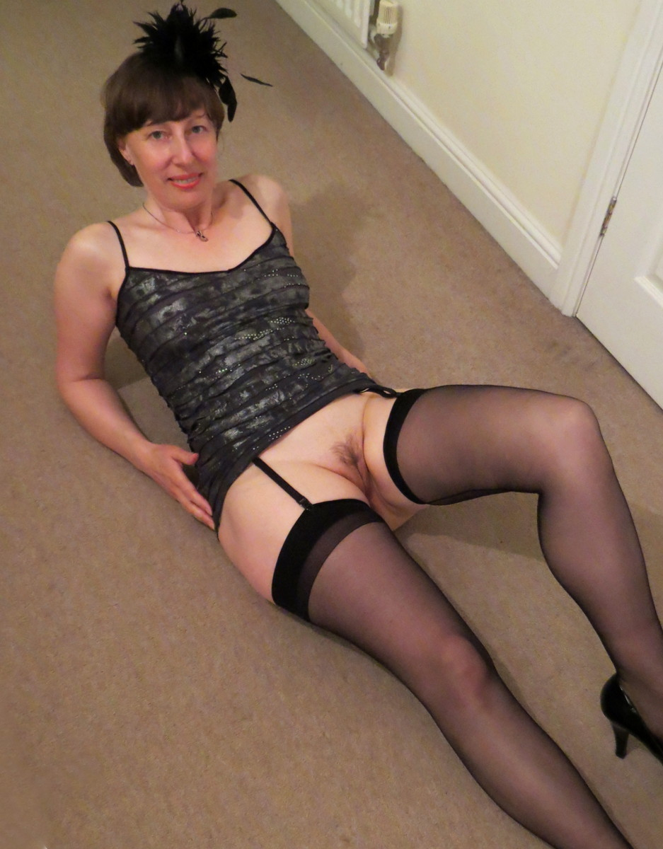 Mature amateur in pantyhose